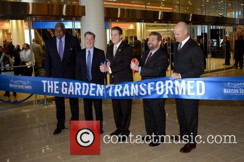 Willis Reed, Hank Ratner, Andrew Cuomo, Jim Dolan and Mark Messier 3