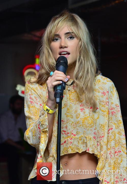 Suki Waterhouse 8