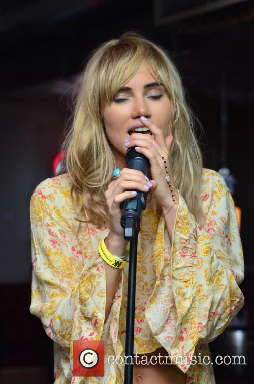 Suki Waterhouse 9
