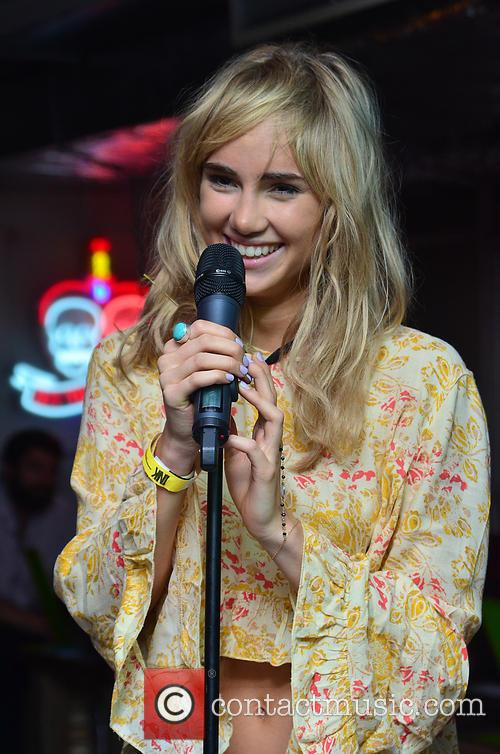 Suki Waterhouse 17