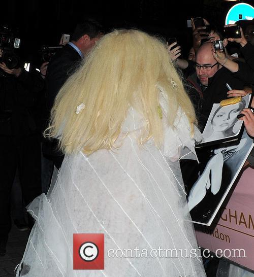 Lady Gaga barefoot