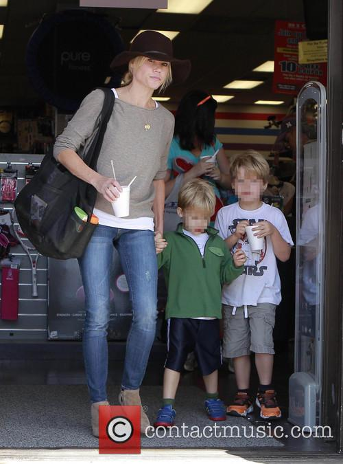 Julie Bowen, John Phillips and Oliver Phillips 1