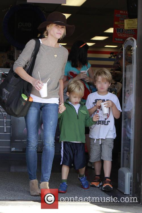 Julie Bowen, John Phillips and Oliver Phillips 9