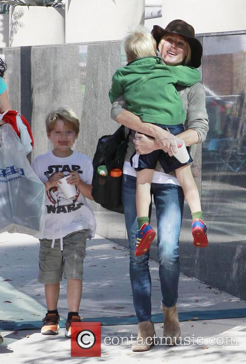 Julie Bowen, John Phillips and Oliver Phillips 10