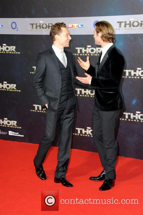 Tom Hiddleston and Chris Hemsworth 2