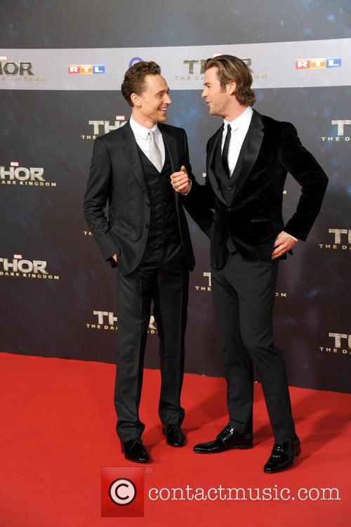 Tom Hiddleston and Chris Hemsworth 8