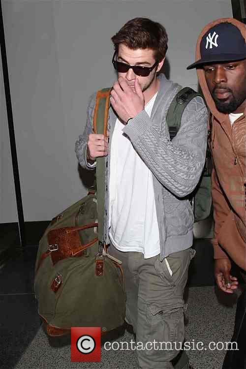 liam hemsworth liam hemsworth at lax 3926968