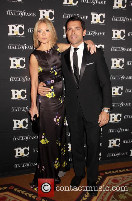 Kelly Ripa and Mark Consuelos 7