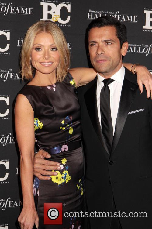 Kelly Ripa and Mark Consuelos 10