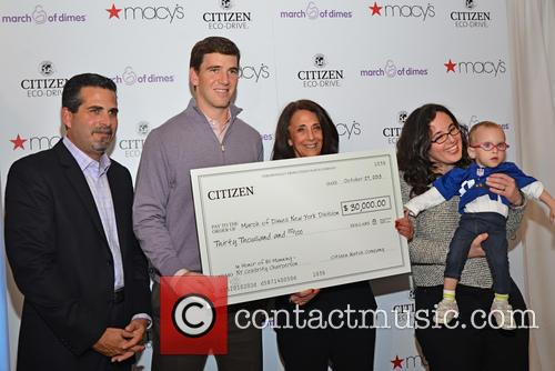 L-r Jeffrey Cohen, Eli Manning, Shelly Siegel, Greta Doctoroff Hood and With Daughter Daphne Hood 1