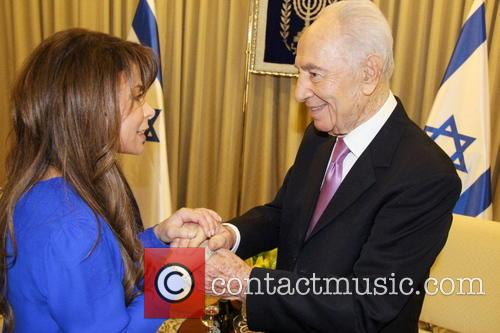 Shimon Peres and Paula Abdul 8