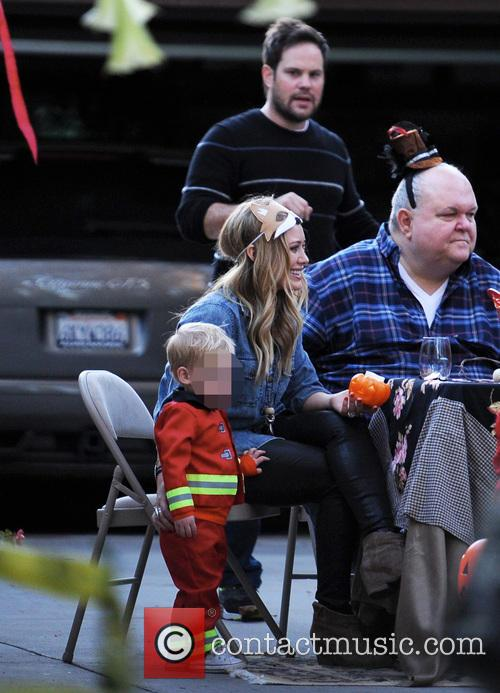 Hilary Duff, Mike Comrie, Luca and Bob 4
