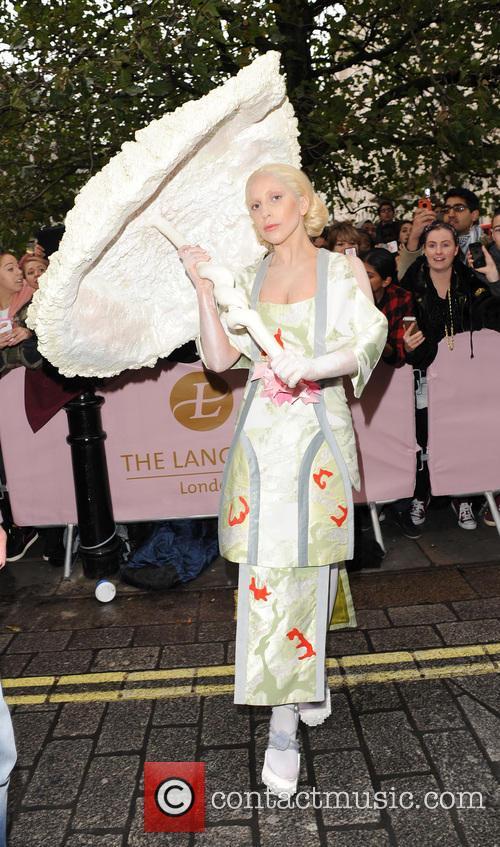 Lady Gaga geisha