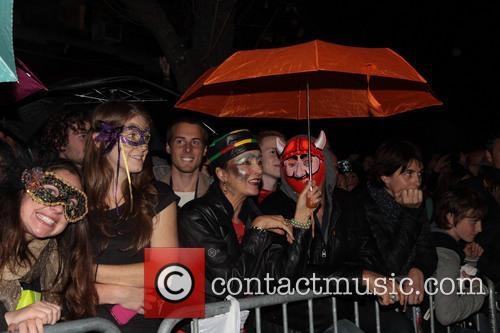 Kelly Ripa and halloween crowds 1