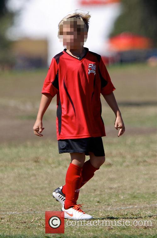kingston rossdale gavin rossdale attends football practice 3933035