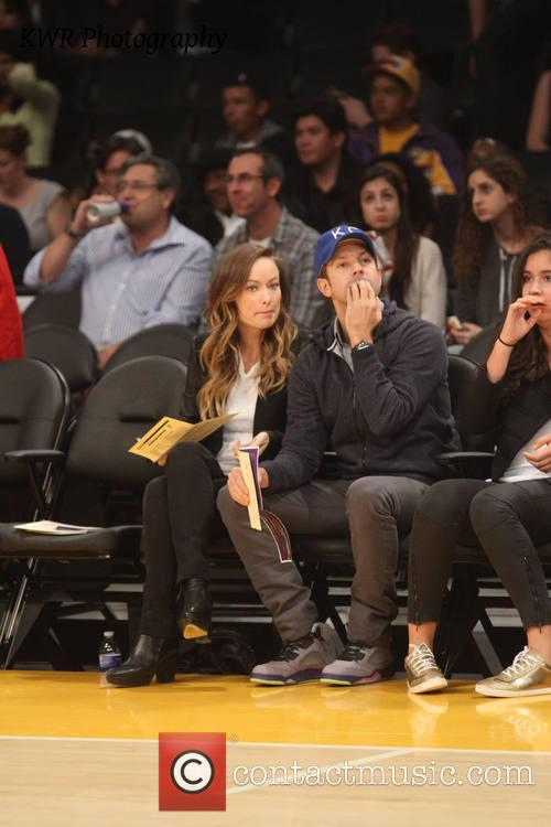 olivia wilde jason sudeikis celebs at the lakers 3932699