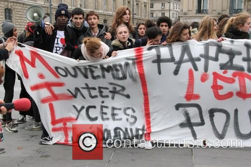 Paris student protest over immigrant expulsion
