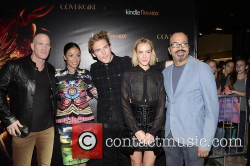Bruno Gunn, Meta Golding, Sam Claflin, Jena Malone and Jeffrey Wright 5