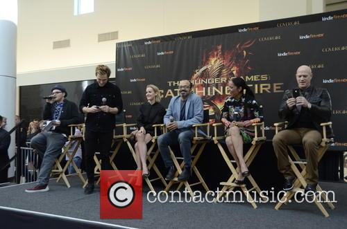 Buster, Sam Claflin, Jena Malone, Jeffrey Wright, Meta Golding and Bruno Gunn 2