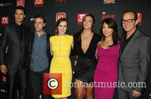 Brett Dalton, Iain De Caestecker, Elizabeth Henstridge, Chloe Bennet, Ming-na Wen and Clark Gregg 7