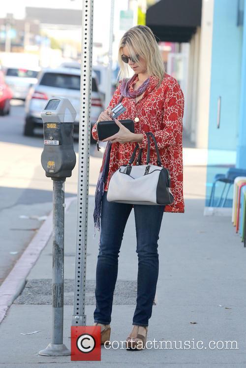 Amy Smart running errands