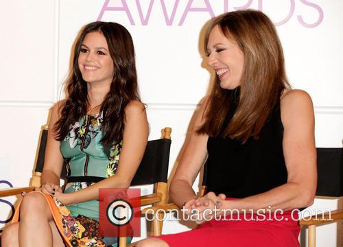 Rachel Bilson and Allison Janney 7
