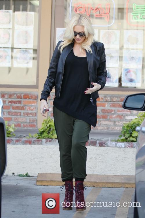 A pregnant Gwen Stefani gets acupuncture