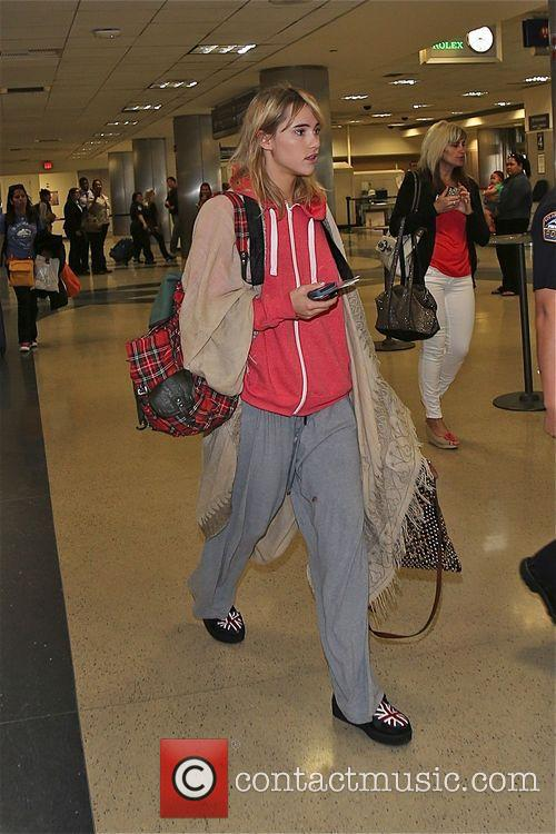 Suki Waterhouse arrives at Los Angeles International airport