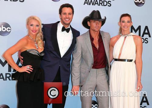 Caroline Boyer, Luke Bryan, Tim McGraw, Faith Hill, Bridgeston Arena, CMA Awards