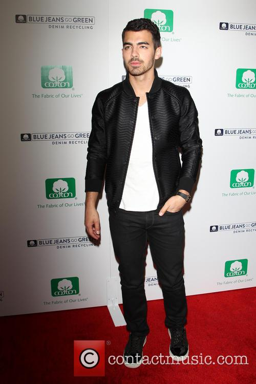 joe jonas blue jeans go green celebrates 3941386