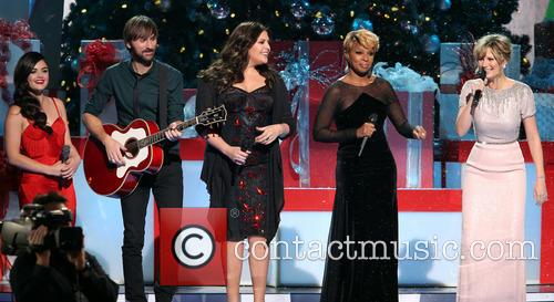 Lucy Hale, Dave Haywood, Hillary Scott, Mary J. Blige and Jennifer Nettles 8