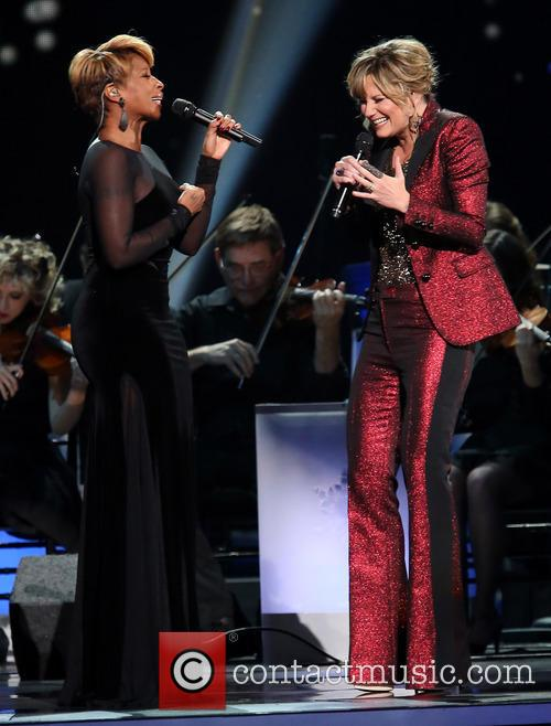 Mary J. Blige and Jennifer Nettles 11