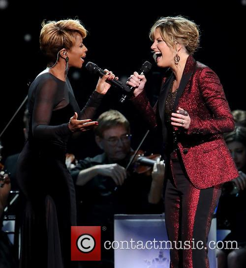 Mary J. Blige and Jennifer Nettles 12