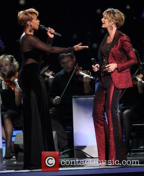 Mary J. Blige and Jennifer Nettles 13