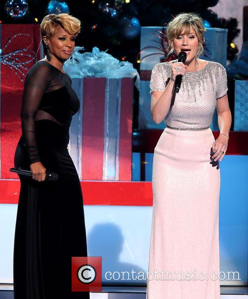 Mary J. Blige and Jennifer Nettles 16