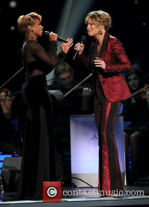Mary J. Blige and Jennifer Nettles 18