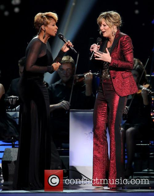 Mary J. Blige and Jennifer Nettles 22