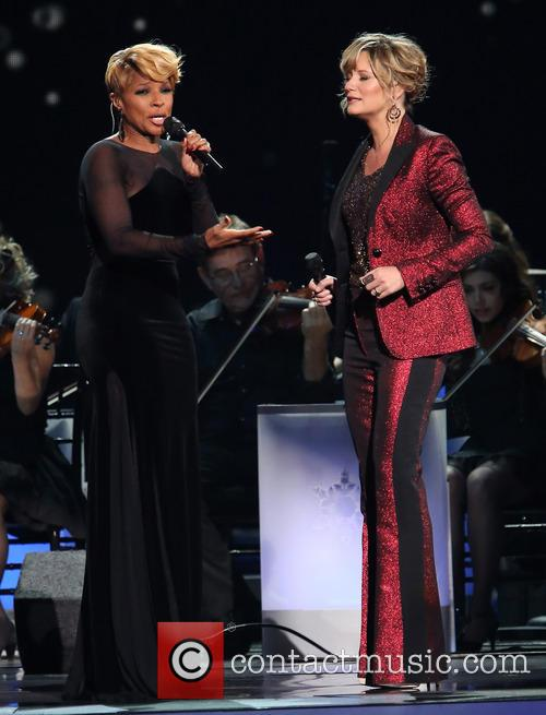 Mary J. Blige and Jennifer Nettles 23