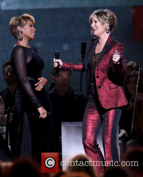 Mary J. Blige and Jennifer Nettles 24