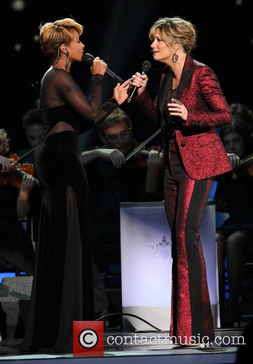 Mary J. Blige and Jennifer Nettles 29