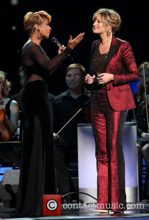 Mary J. Blige and Jennifer Nettles 30