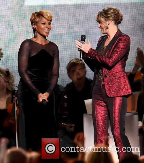 Mary J. Blige and Jennifer Nettles 32