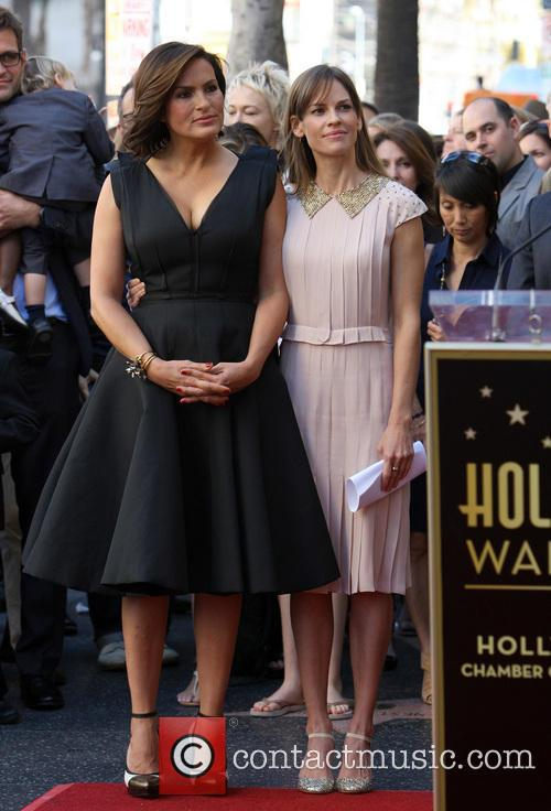 Mariska Hargitay and Hillary Swank 3