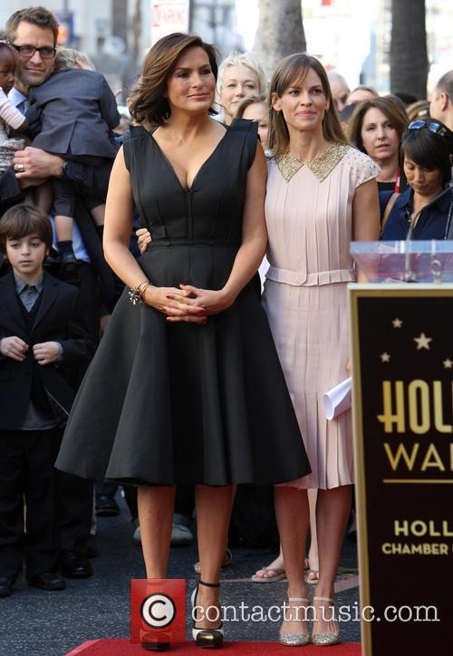 Mariska Hargitay and Hillary Swank 7