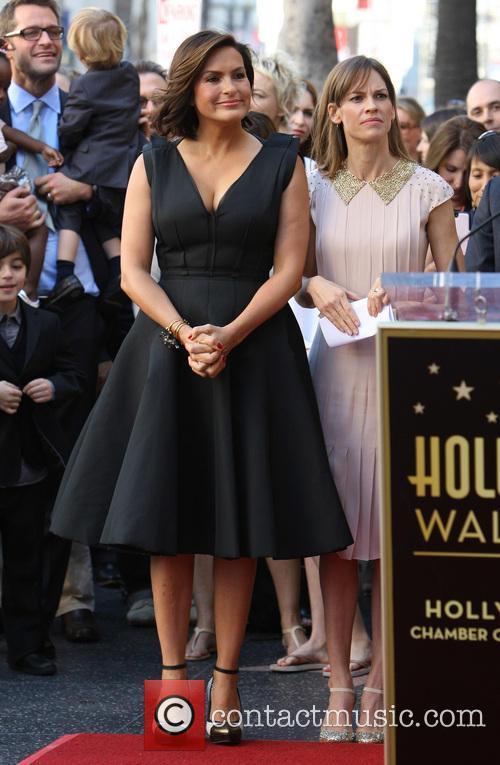 Mariska Hargitay and Hillary Swank 9