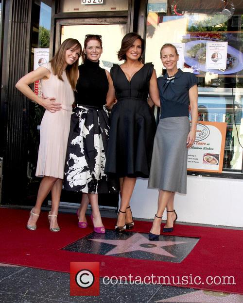 Mariska Hargitay, Hilary Swank, Maria Bello and Debra Messing 10