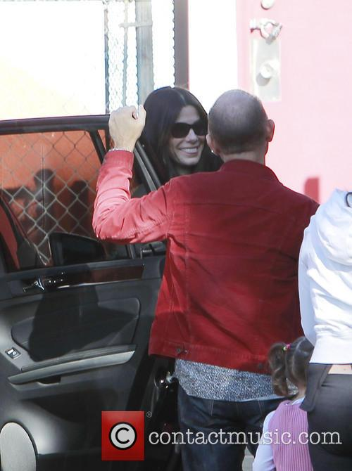 Sandra Bullock does errands