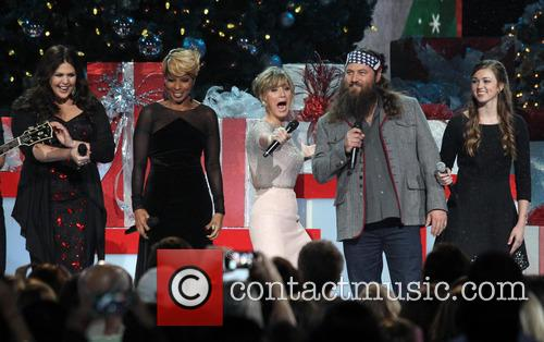 2013 CMA Country Christmas