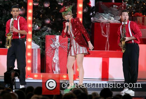 jennifer nettles 2013 cma country christmas 3943578