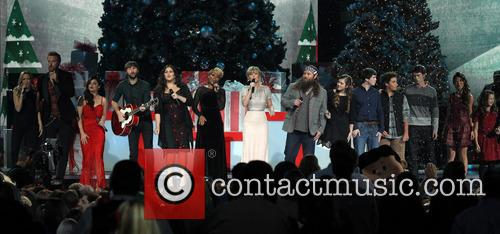Sheryl Crow, Charles Kelley, Lucy Hale, Dave Haywood, Hillary Scott, Mary J. Blige, Jennifer Nettles and Willie Robertson 2